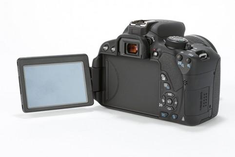 Canon 700D kit 18-55 is STM